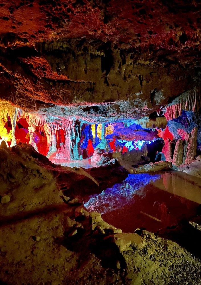 Grand Caverns: 5 Grand Caverns Dr, Grottoes, VA