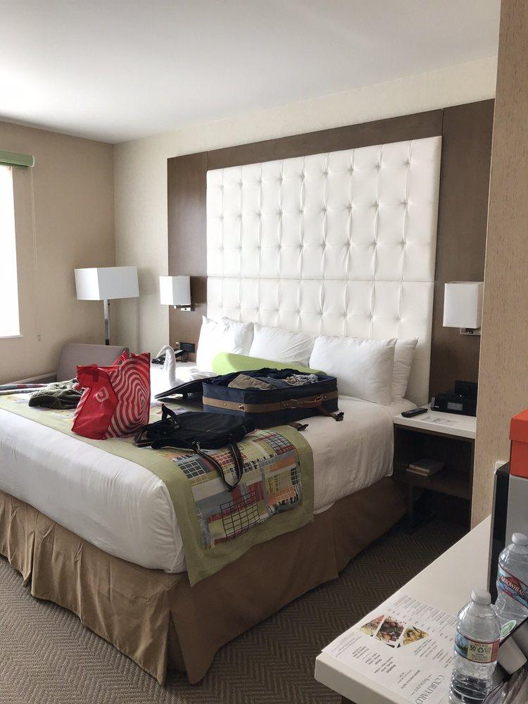Wyndham Anaheim Hotel