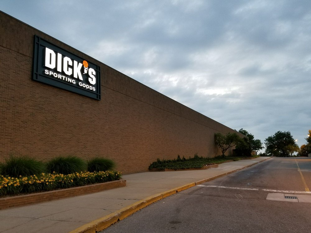 DICK'S Sporting Goods: 562 W 14 Mile Rd, Troy, MI