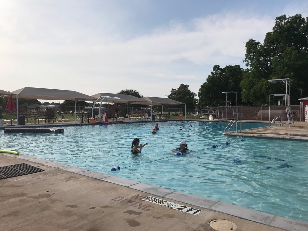 Bridgeport City Pool: 1106 8th St, Bridgeport, TX