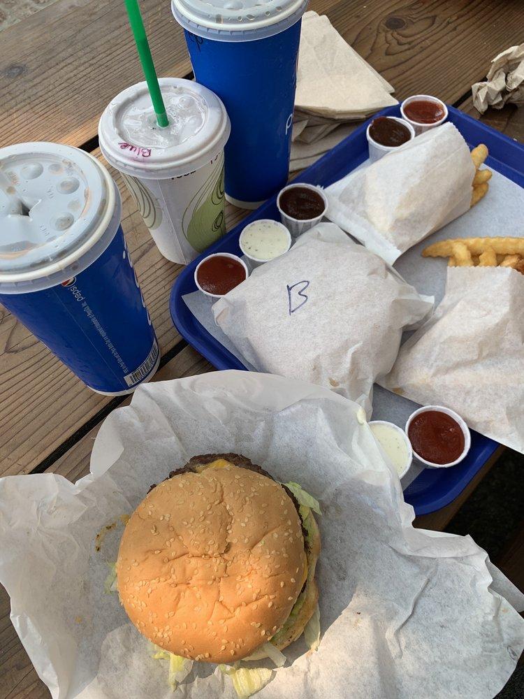 Walker Burger: 107008 US Hwy 395, Coleville, CA