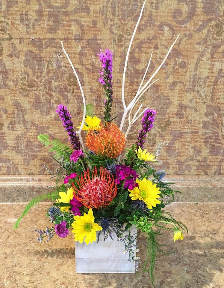 Lincolnway Flower Shop & Greenhouses: 3601 East Market St, York, PA