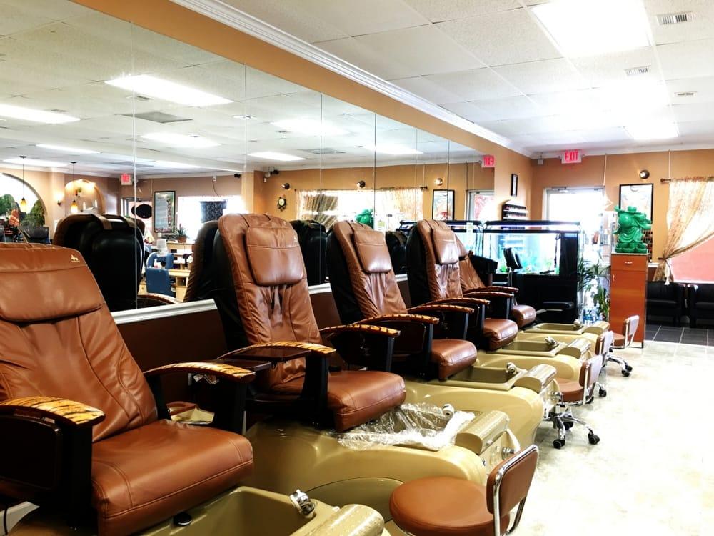 Luminous Nail Salon: 1403 W Boynton Bch Blvd, Boynton Beach, FL