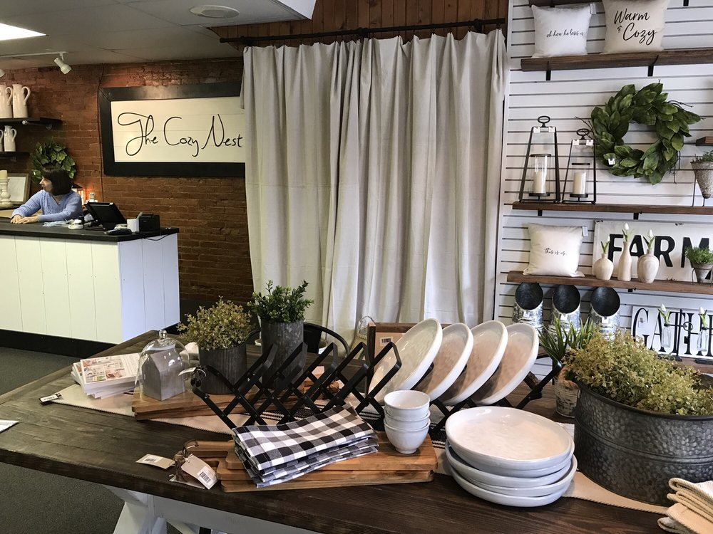 The Cozy Nest: 418 S Broadway, Greenville, OH