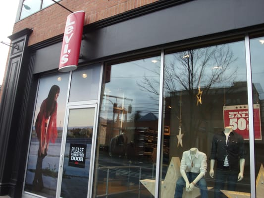 09cdcce2bb7 Levi s Store 2307 NW Westover Rd Portland