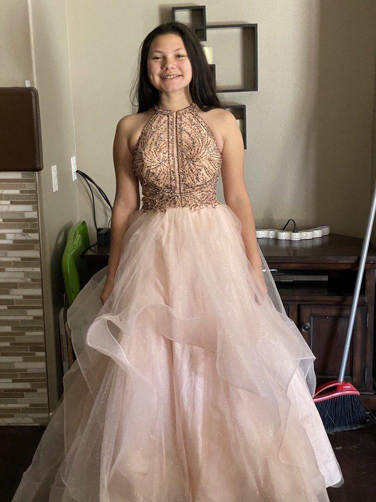 Lidia's Tailoring: 8201 California City Blvd, California City, CA