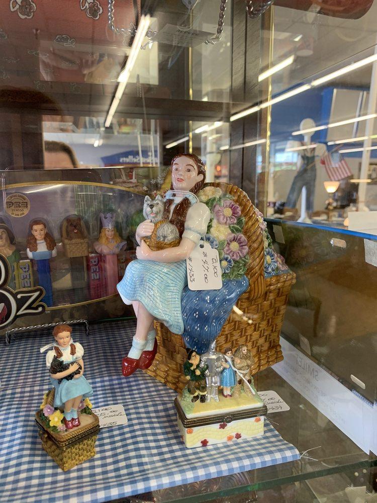 Dodge City Antique Mall: 1701 N 14th Ave, Dodge City, KS