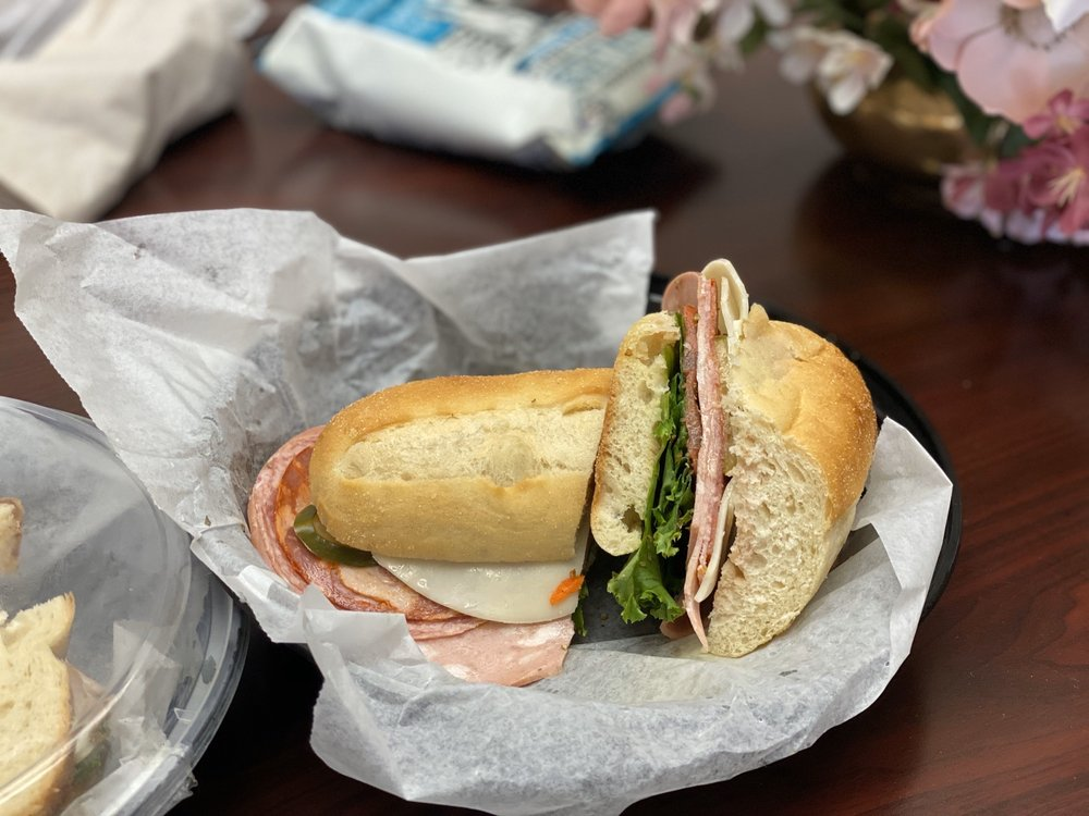 Do Dah Deli: 22845 Washington St, Leonardtown, MD