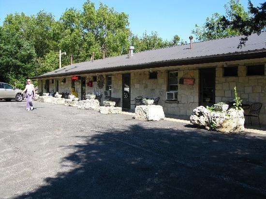 Millstream Resort Motel: 401 Mill St, Cottonwood Falls, KS