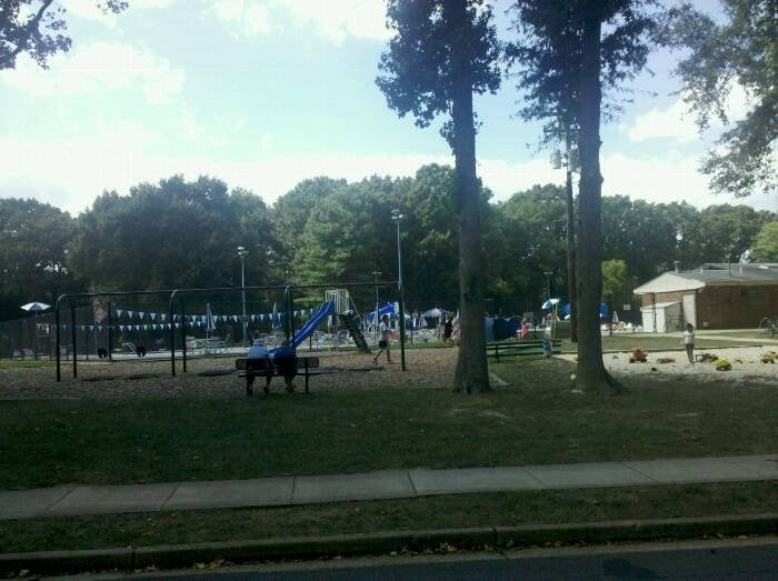 Waynewood recreation pool playgrounds 1027 dalebrook dr alexandria va united states Swimming pools in alexandria va