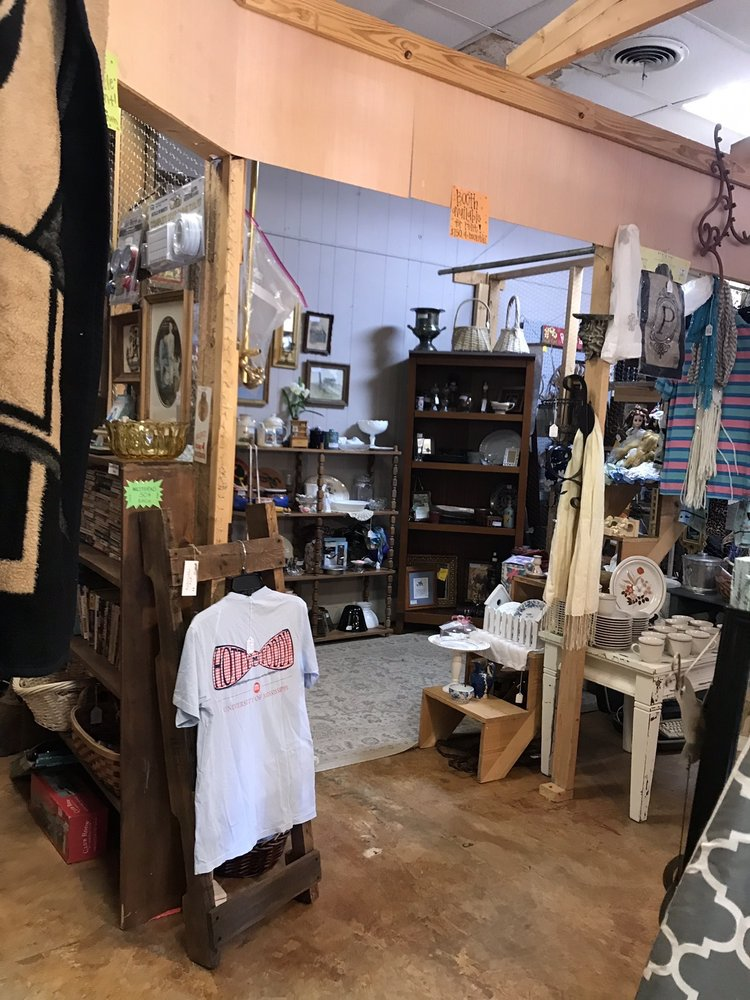 Attic Treasures Old and New: 637 Hwy 61 N, Natchez, MS