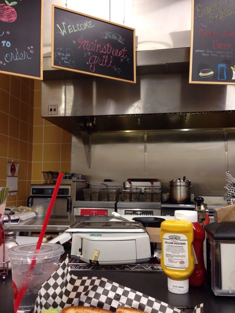 HyVee Mainstreet Grill: 510 E 6th St, Muscatine, IA