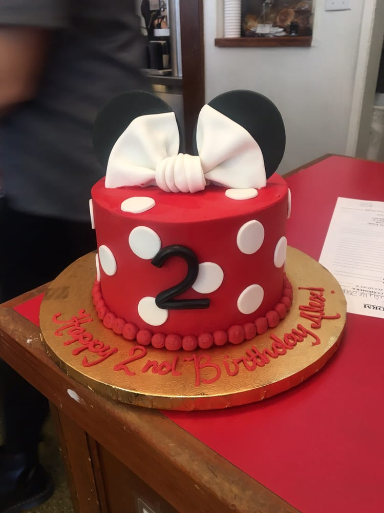 6 Minnie Mouse Birthday Cake Confetti Flavored With Whipped Cream