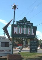 Pine Grove Motel & Spa: 1420 Highway 2 W, Grand Rapids, MN