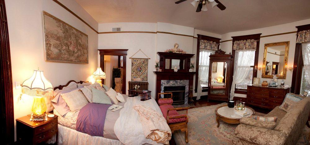 Beall Mansion An Elegant Bed & Breakfast: 407 E 12th St, Alton, IL