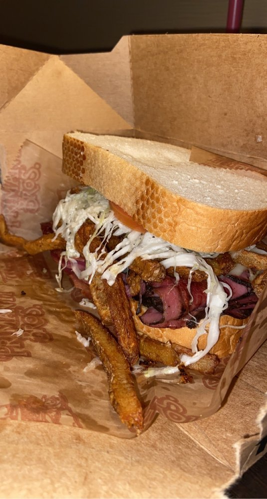 Primanti Bros Restaurant and Bar - Johnstown: 510 Galleria Dr, Johnstown, PA