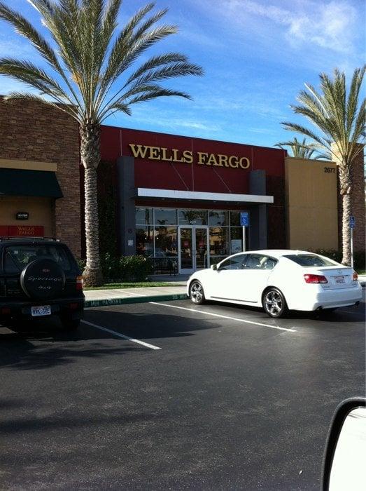 Wells Fargo Bank: 2677 Park Ave, Tustin, CA