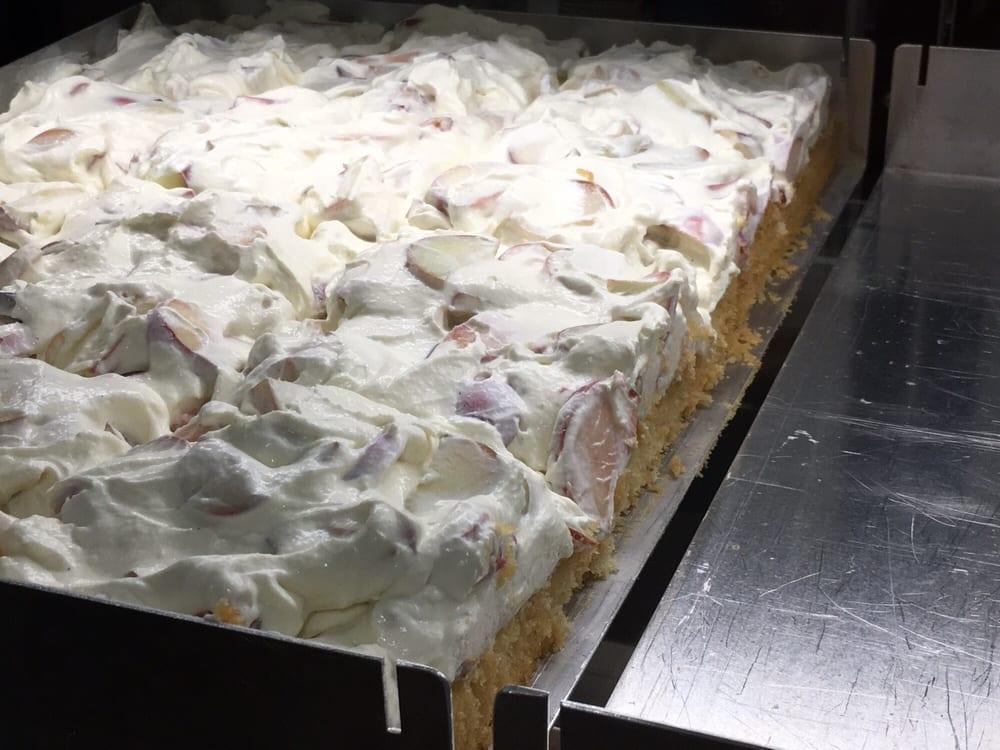 Lecker Selbstgebackener Kuchen Im Cafe Balz Und Balz Yelp