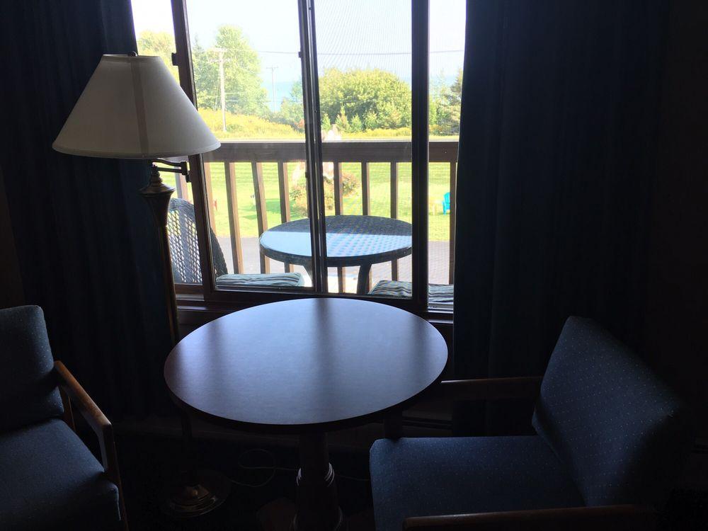 Scenic Shore Inn: 2221 Lake St, Algoma, WI