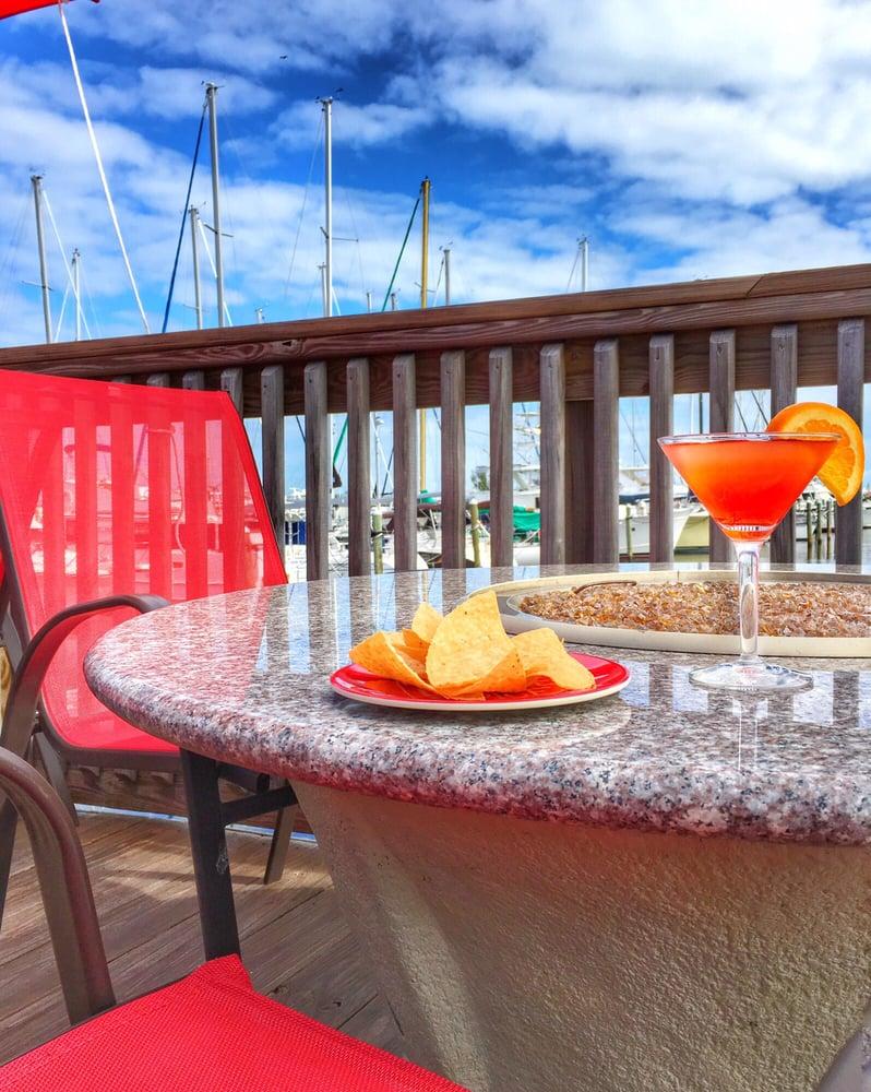 Restaurants Near  Harbor Dr