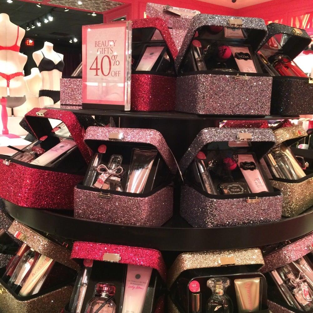 Victoria's Secret: 1350 Travis Blvd, Fairfield, CA