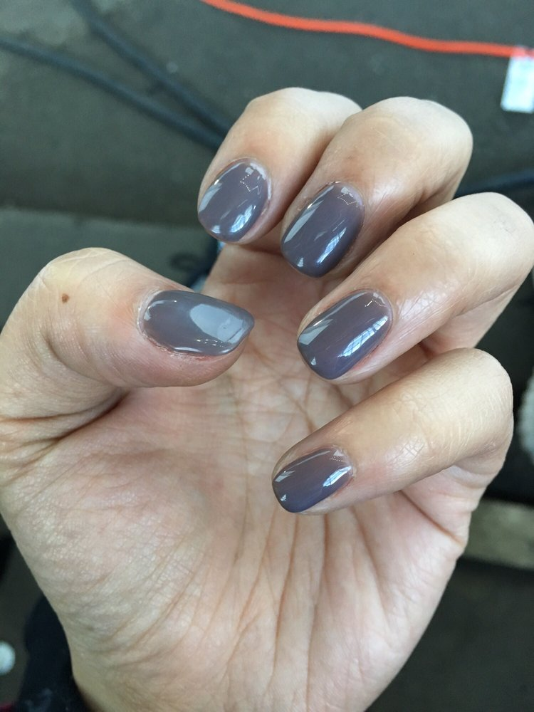 Look at how glossy these nails are! They\'re so shiny you can see ...