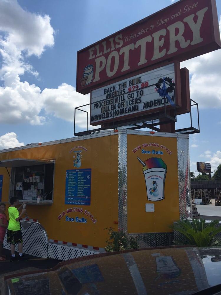 Frosty's Sno Shak: 1150 Airline Dr, Bossier City, LA