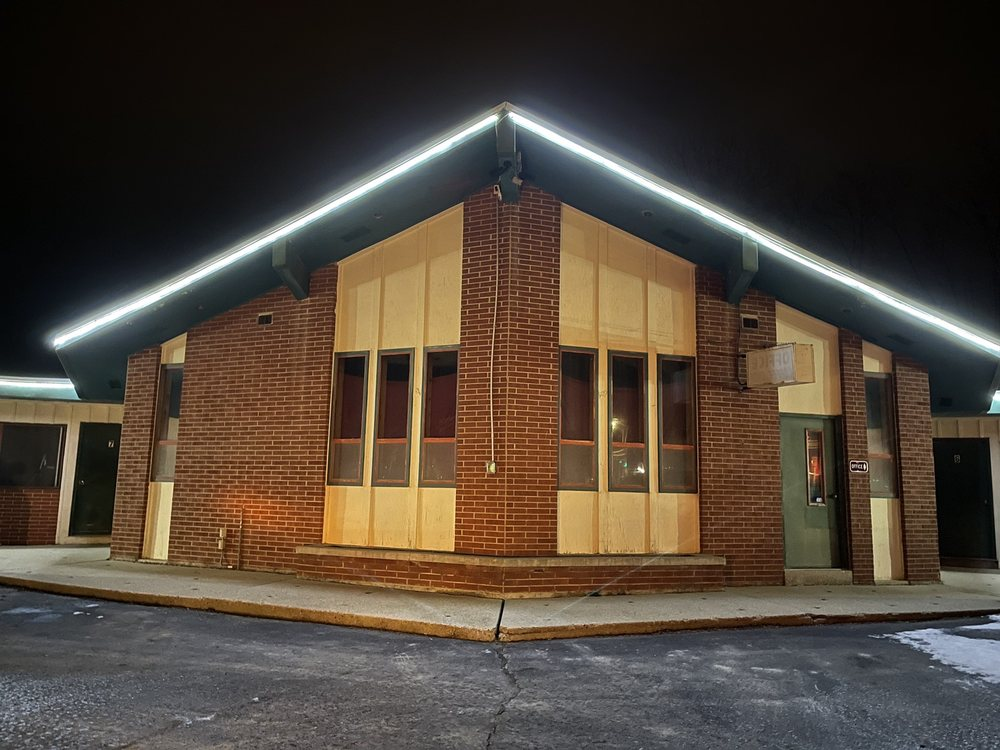 Candle-Glo Motel: 1200 N 4th St, Watertown, WI