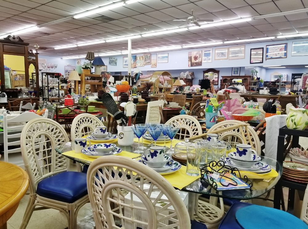 Island Encore Consignment: 1502 Salter Path Rd, Indian Beach, NC
