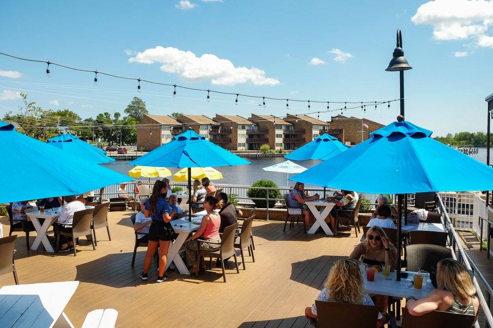Water Street Bar & Grille: 4 Robbins Pkwy, Toms River, NJ