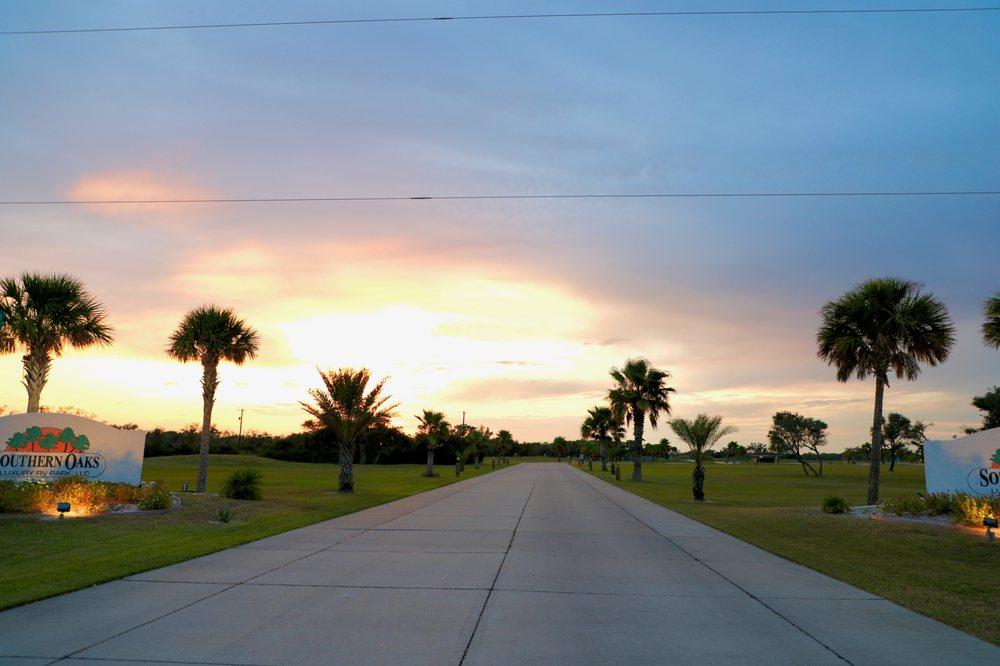 Southern Oaks Luxury Rv Park: 1850 Hwy 35 Byp, Aransas Pass, TX