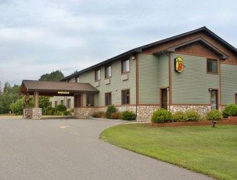 Super 8 by Wyndham Baxter/Brainerd Area: 14341 Edgewood Drive, Baxter, MN