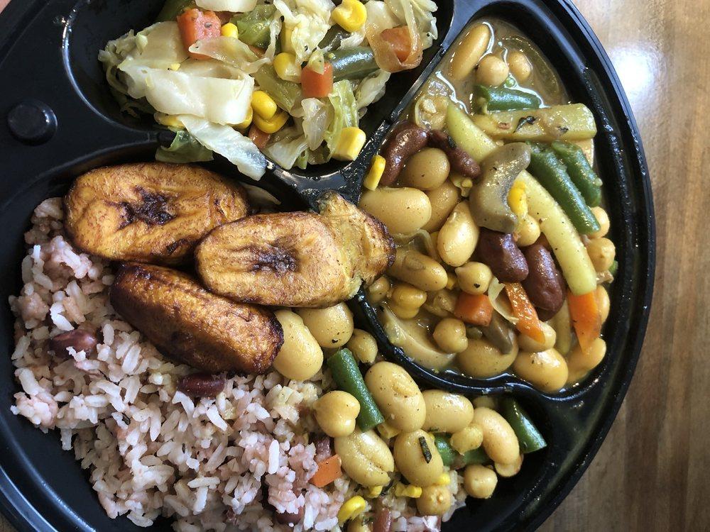 JR Smoothies and Jamaican Cafe: 8767 SE Bridge Rd, Hobe Sound, FL