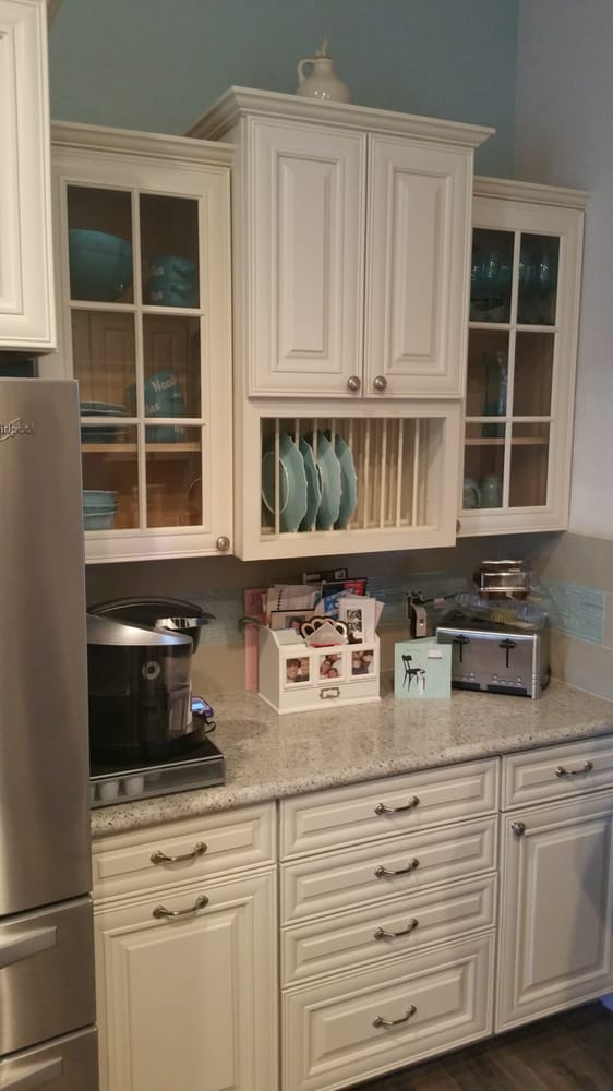 Pflugerville kitchen complete with kashmire white granite for Kitchen remodeling round rock