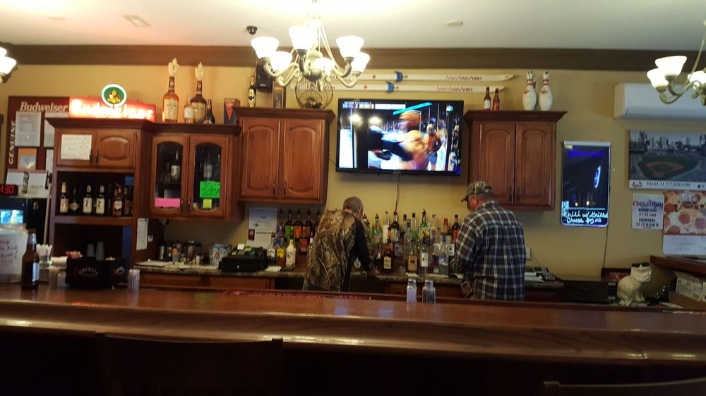 The Loading Dock Bar & Grill: 204 N Carlton, Farina, IL