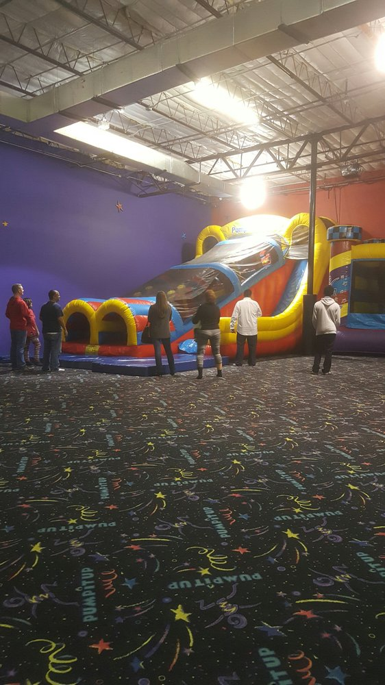 Private indoor arenas, filled with gigantic inflatable slides, bounce houses, obstacle courses and more. Celebrate in your own private party room that our party coordinators set up and clean up for you.