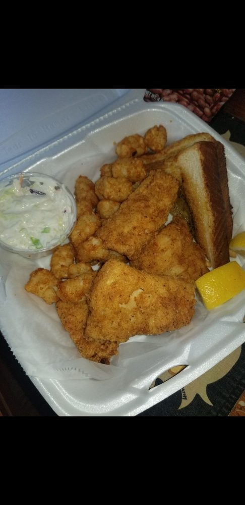 Whistle Stop Tavern: 1080 E 260th, Euclid, OH
