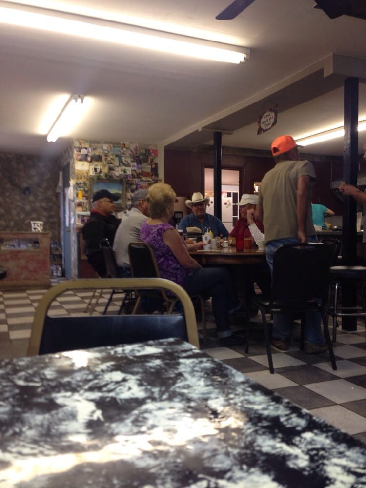 Dixie's Cafe: Keene, ND