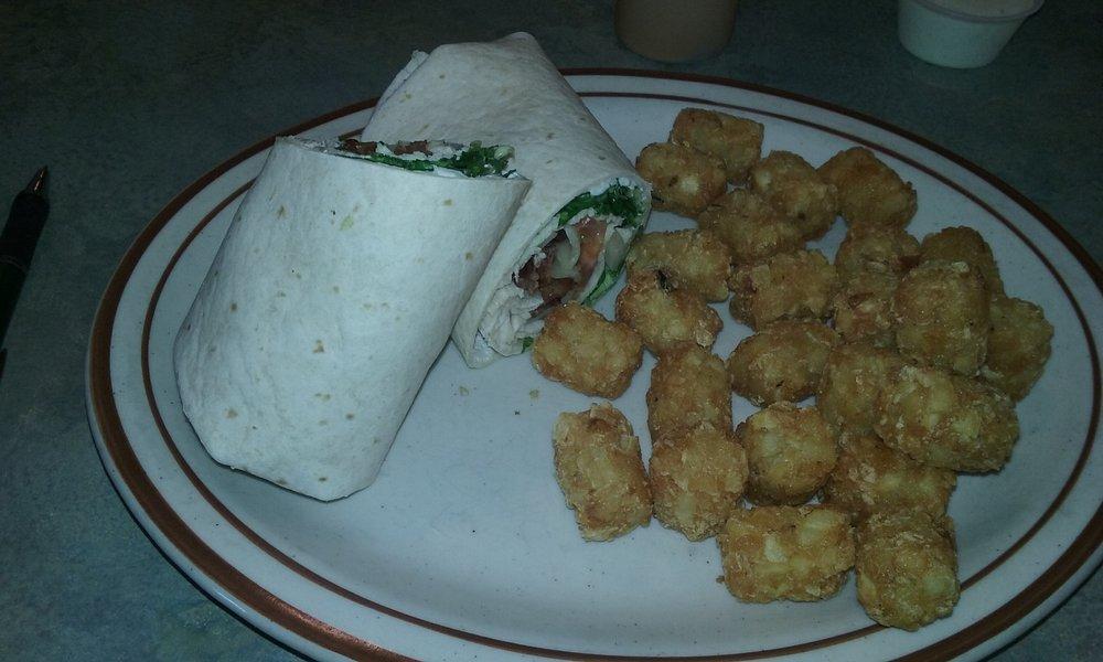 Don's Main Street Family Restaurant: 2115 Winchester Ave, Reedsport, OR
