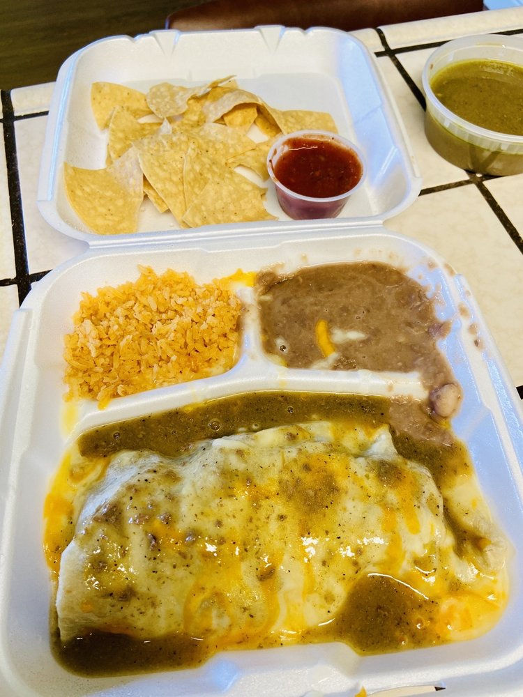 Vejar's Mexican Restaurant & Cocktail Lounge: 1293 S K St, Tulare, CA
