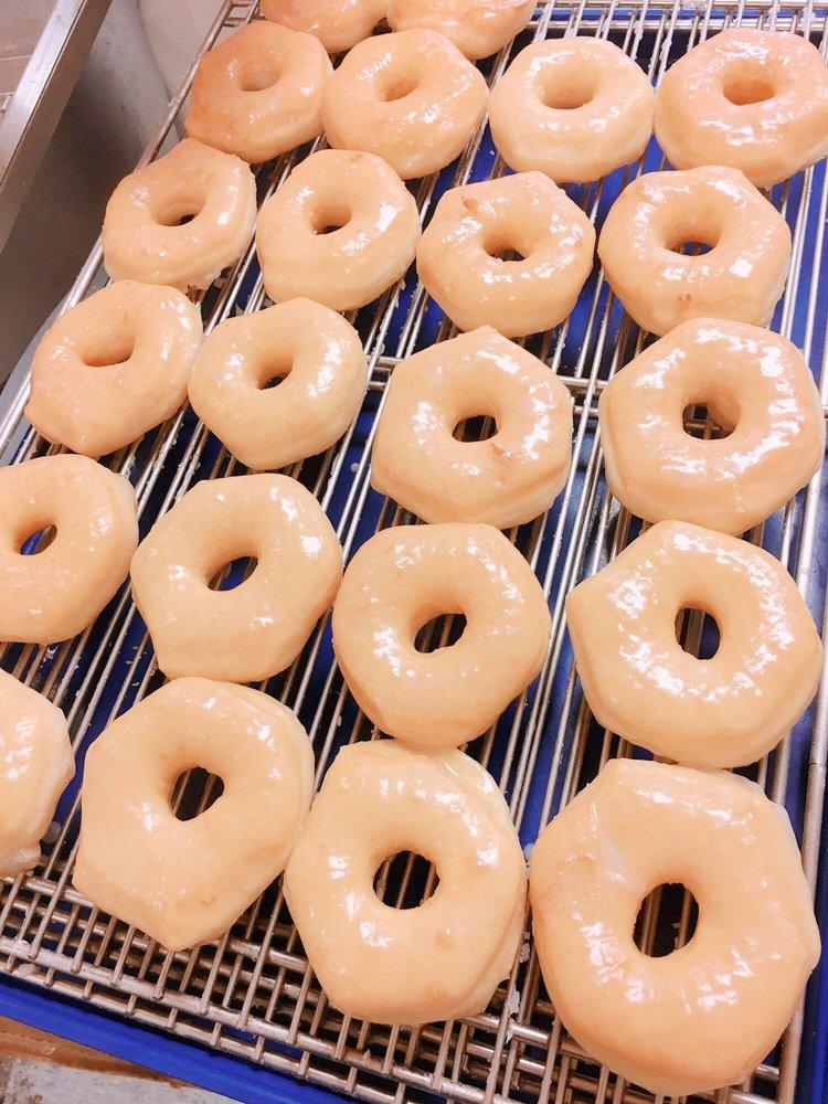 J's Donuts: 5645 W Gore Blvd, Lawton, OK