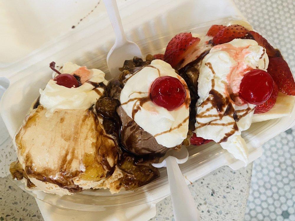 Zoe's Cafe & Ice Cream Emporium: 20 Delaware Ave, Delaware Water Gap, PA