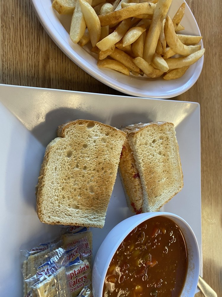 Chew N Chat Cafe: 1005 W Mount Dr, Rocky Mount, NC
