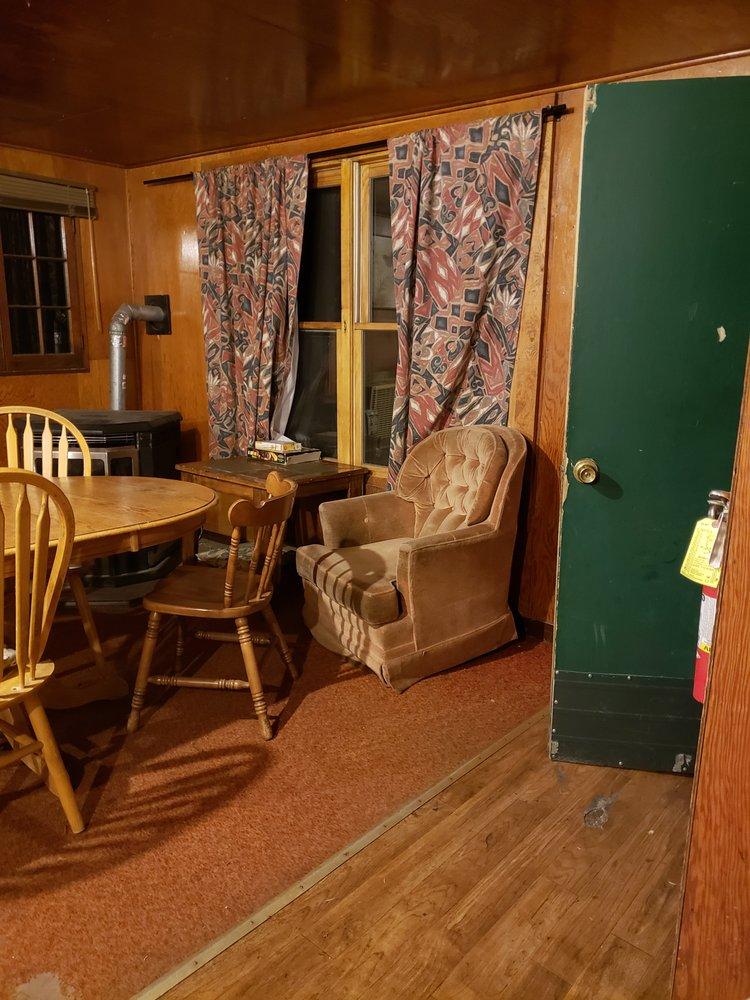 Bucks Lake Lodge: 16525 Bucks Lake Rd, Quincy, CA