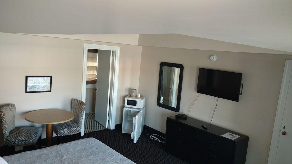Seven Gables Hotel: 8064 S Highway 27, Burnside, KY