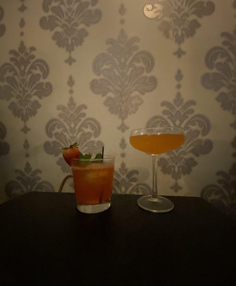 Alibi Speakeasy & Lounge: 230 Main St, Farmingdale, NY