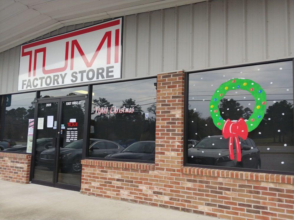 Tumi Factory Store: 2611 E 1st St, Vidalia, GA