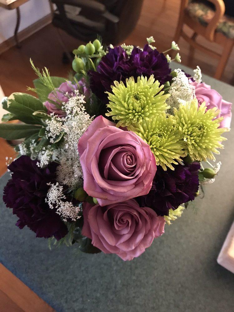 Oakmont Floral & Design: 516 Allegheny River Blvd, Oakmont, PA