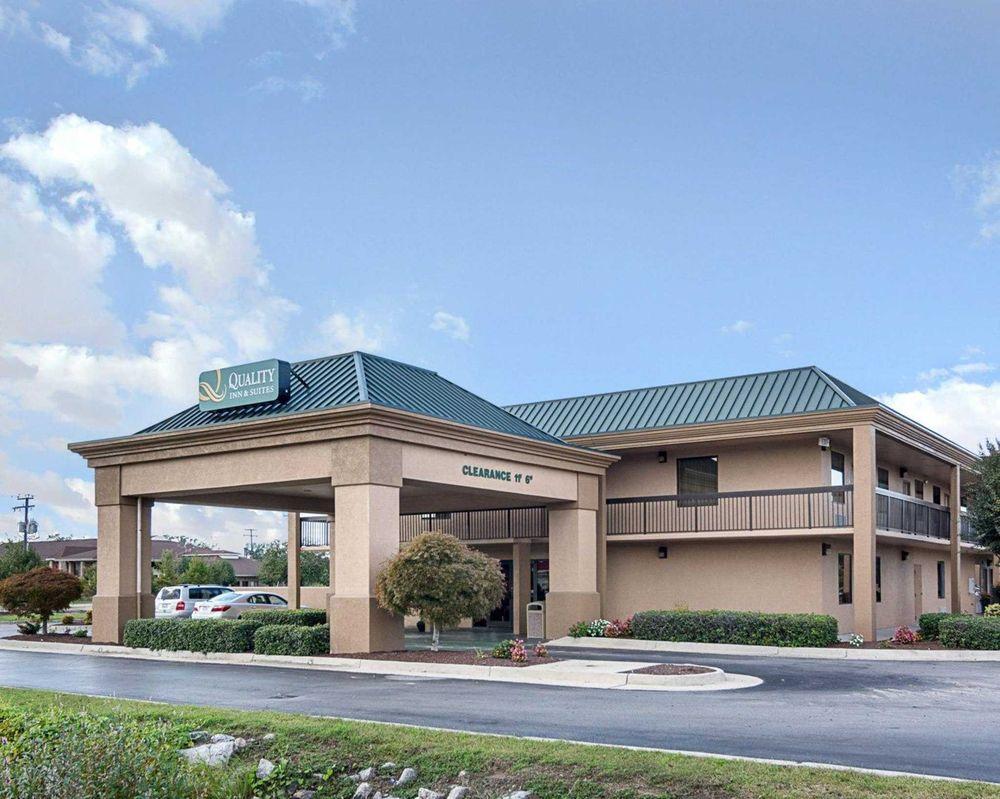 Quality Inn & Suites: 1620 Armory Dr, Franklin, VA