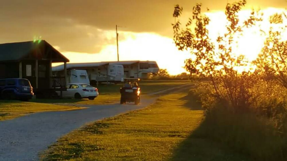 Whispering Breezes Resort Cabins: 1125 250th St, Melrose, IA